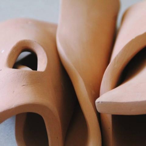 Razlistana forma II, keramika, 25cm x 40cm x 30cm, 2017