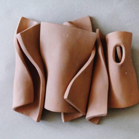 Razlistana forma II, keramika. 25cm x 40cm x 30cm, 2017